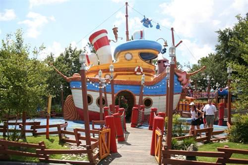 Donald's_Boat_at_Tokyo_Disneyland