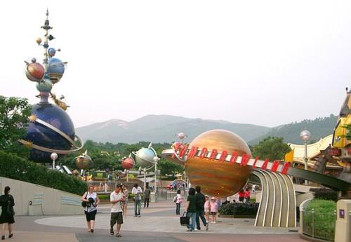 Atracciones de Tomorrowland en Disneyland Hong Kong
